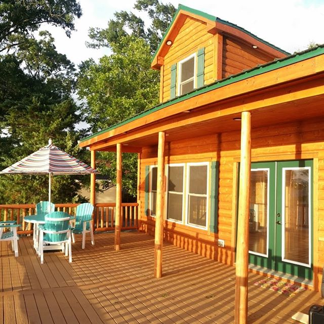 The entertainment deck on the Toeldo Bend Cabin is oversized to accomodate everybody.  It has a dead-on view of the lake and a bbq grill.  #ToledoBendCabin #ToledoBend #ToledoBendCabins