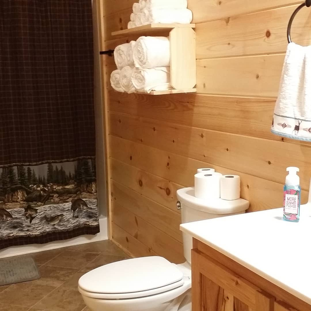Bathroom staged and ready for the next guests at Toledo Bend Cabin.  #newtowels #logcabin #bathroom