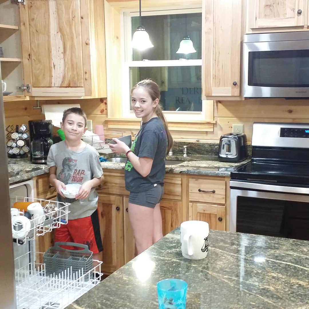 Making sure Toledo Bend Cabin stays the cleanest, most luxurious place to stay at Toledo Bend Lake. These rascals are a legit cleaning team already.  ToledoBendCabins.com  #toledobendcabins #toledobendcabinrentals #toledobendcabin