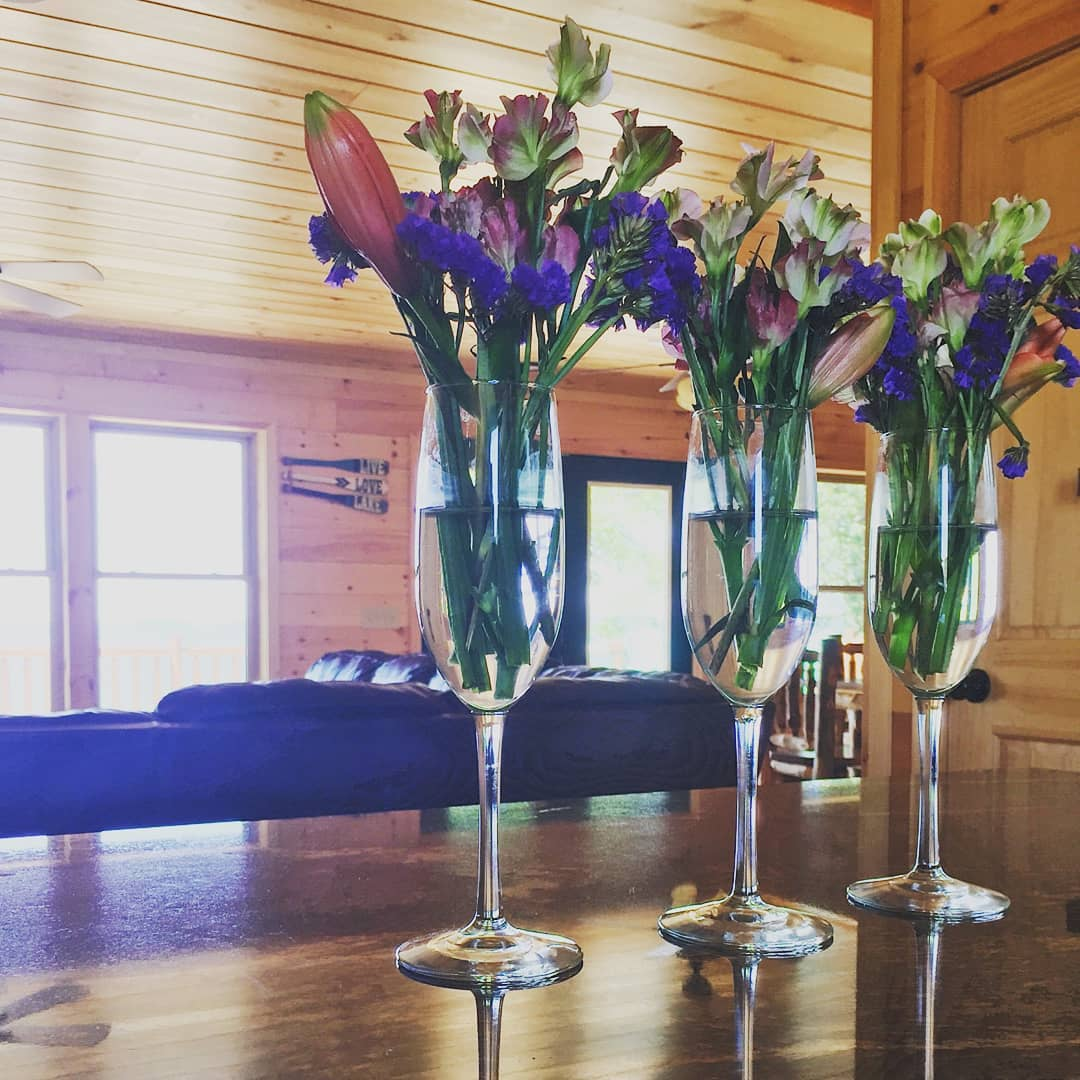 Our most recent guest picked flowers around the cabin and made her own arrangements.  When you put all of it together like this is really shows off the floral diversity at Toledo Bend Lake!  #flowers #louisiana #toledobendcabin #toledobendlake #toledobend