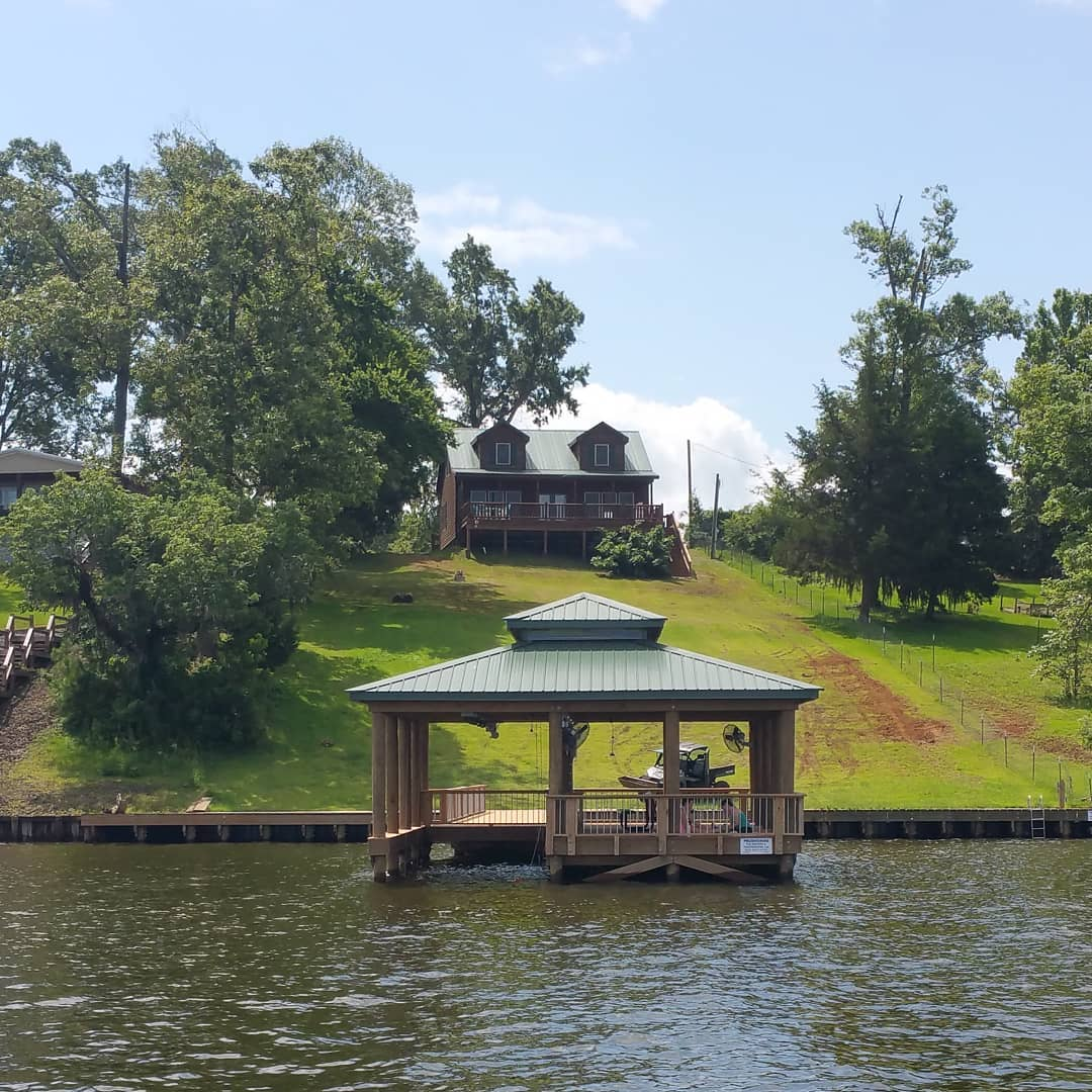 The boathouse and the Toledo bend cabin up on the hill  ToledoBendCabins.com  #toledobendcabin #toledobendcabins #toledobend