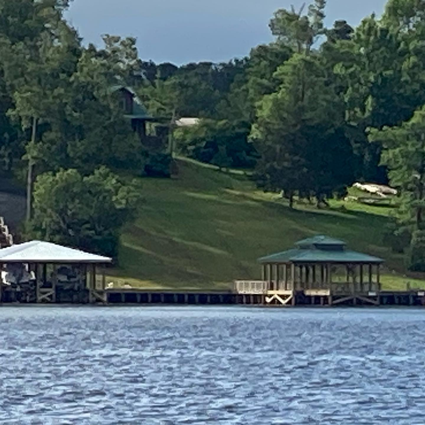 View of our green roof on the boat dock when coming in on the boat- Take me home !! #lakeviews #boatdocks #toledobendcabinrental #lakegetaways